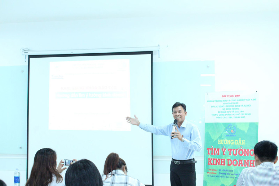 Luật gia Nguyễn Ngọc Tuấn - TGĐ Công ty Thuế kế toán Luật Việt Á chia sẽ và khuyến khích các bạn trẻ biết tận dụng, nắm bắt cơ hội ngay khi còn là sinh viên trên ghế nhà trường