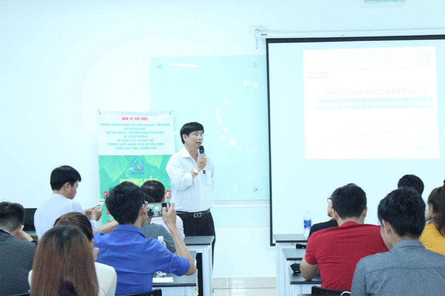 TS. Lâm Thành Hiển - Phó Hiệu trưởng Trường Lạc Hồng phát biểu khai giảng