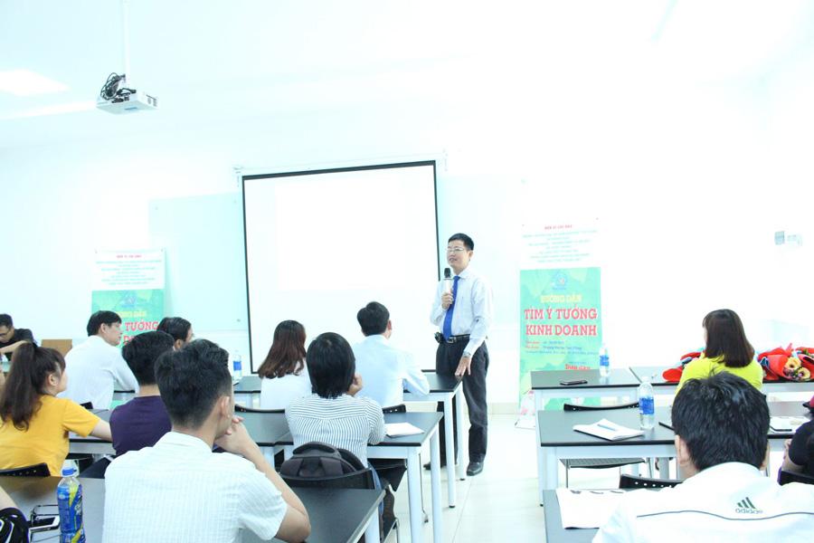 TS Nguyễn Văn Tân - Trưởng khoa QTKDQT phát động cuộc thi khởi nghiệp tại Đai Học Lạc Hồng